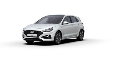 Front side view of the new Hyundai i30 in the colour Polar White.